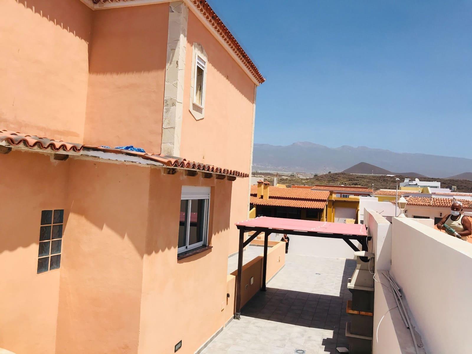 3 sypialnia Dom blizniak na sprzedaż w El Medano z basenem garażem - 355 000 € (Ref: 6216591)