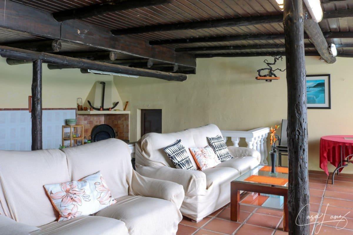 6 bedroom Villa for sale in Tahiche with garage - € 350,000 (Ref: 4703243)