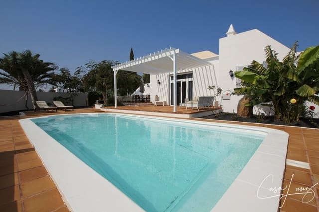 4 bedroom Villa for sale in Costa Teguise with pool - € 525,000 (Ref: 4703248)