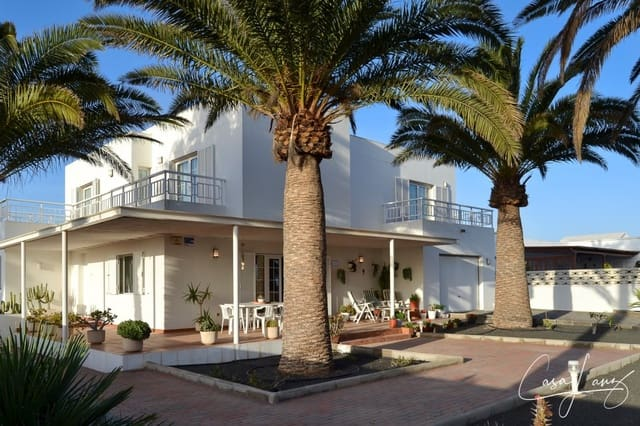 Chalet de 4 habitaciones en Arrecife en venta con garaje - 630.000 € (Ref: 4703253)