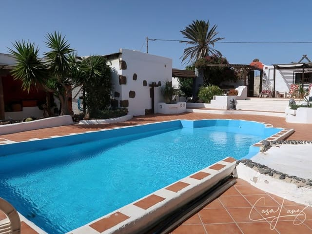 6 bedroom Villa for sale in Macher with pool garage - € 585,000 (Ref: 4703258)