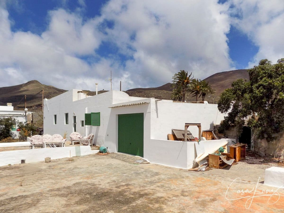 5 bedroom Villa for sale in Maguez with garage - € 210,000 (Ref: 4708314)