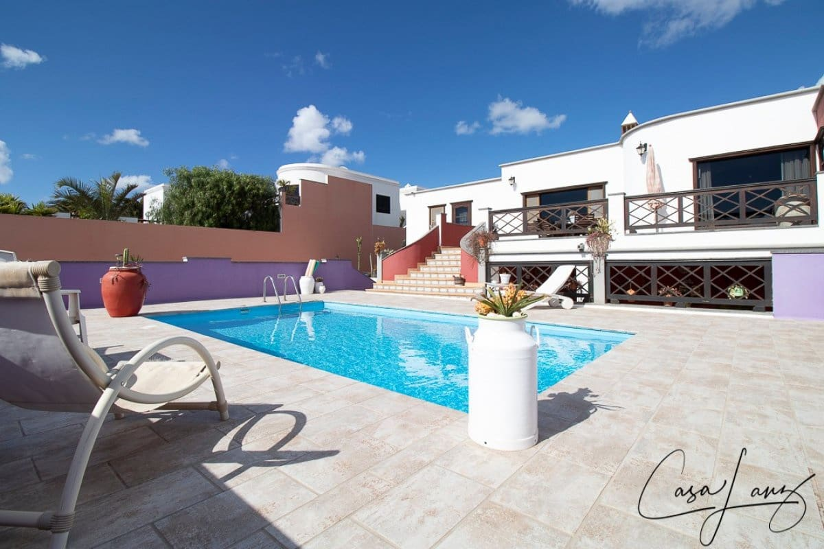 4 bedroom Villa for sale in Guime with pool garage - € 850,000 (Ref: 5089766)