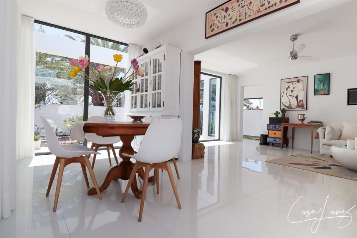 4 bedroom Villa for sale in Costa Teguise with pool garage - € 730,000 (Ref: 5346254)