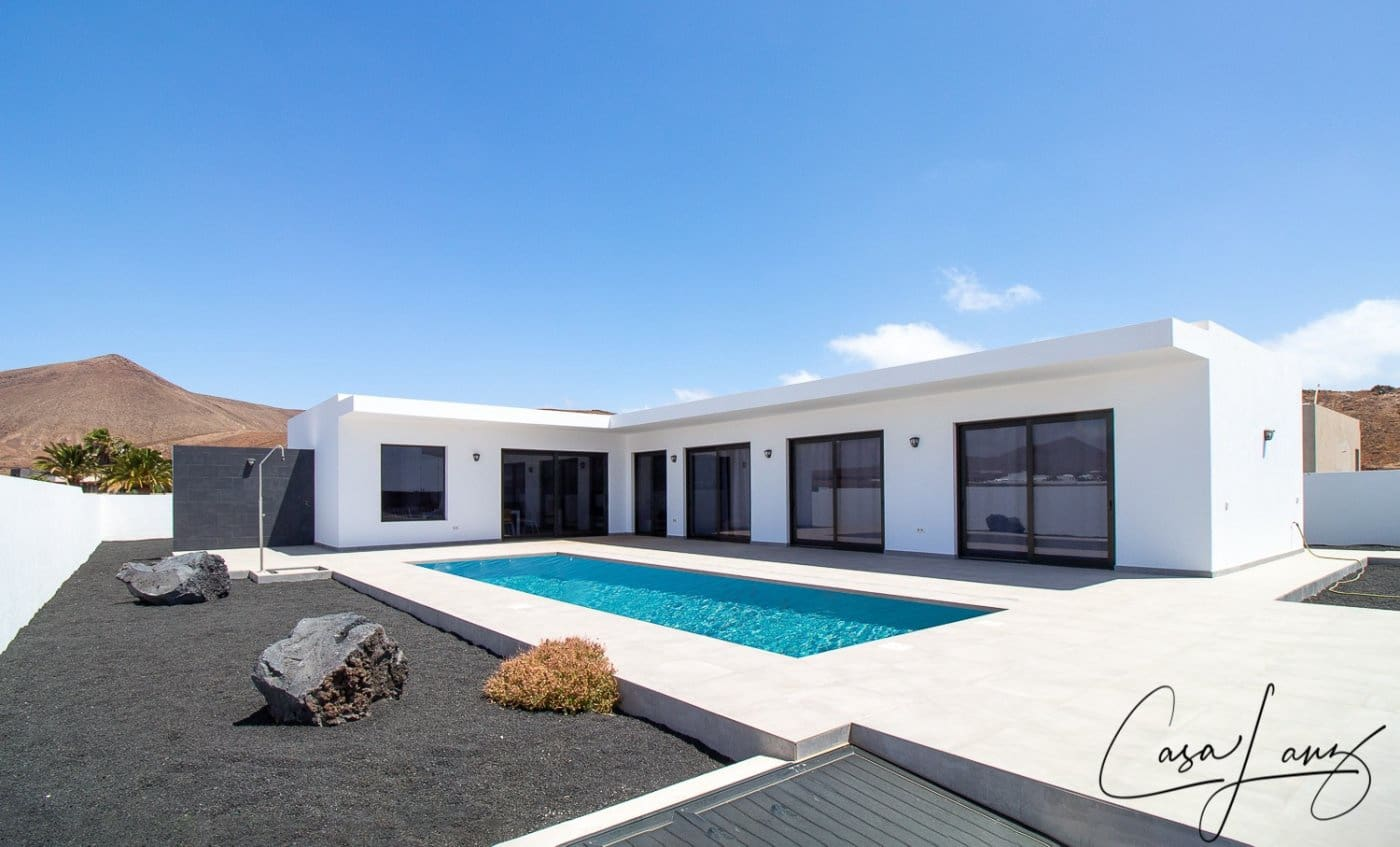 4 bedroom Villa for sale in Costa Teguise - € 620,000 (Ref: 6161179)