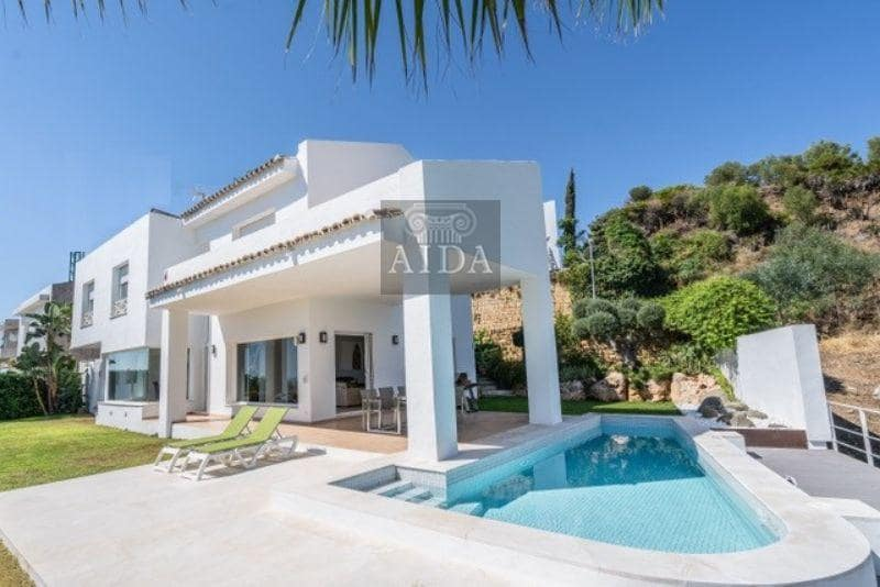 4 bedroom Villa for sale in Marbella with pool - € 1,425,000 (Ref: 4385468)