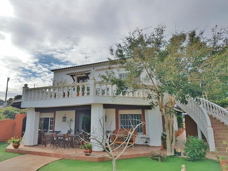 3 slaapkamer Halfvrijstaande villa te huur in Denia - € 900 (Ref: 3389191)