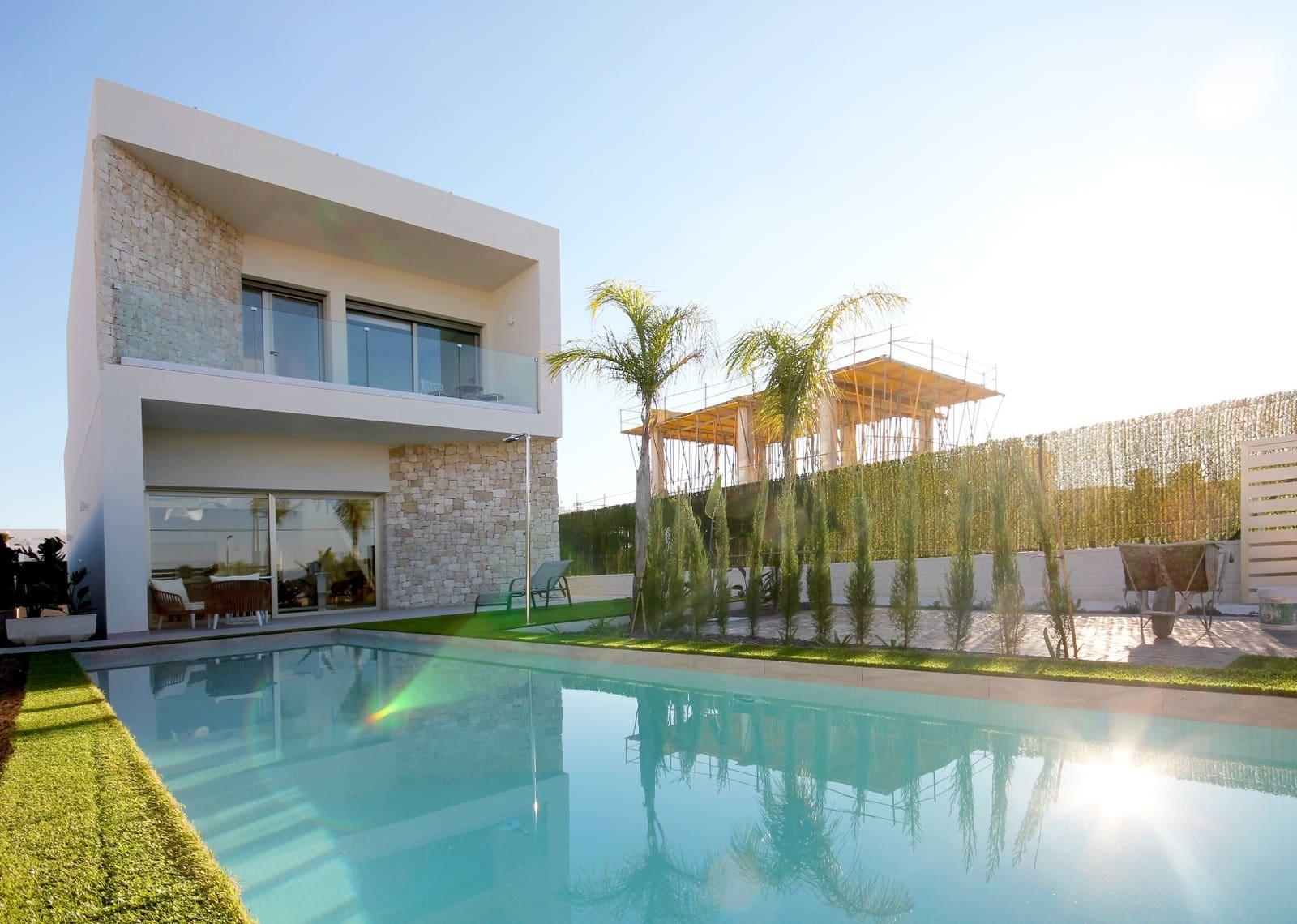 Chalet de 3 habitaciones en Benijófar en venta con piscina - 344.900 € (Ref: 3518158)