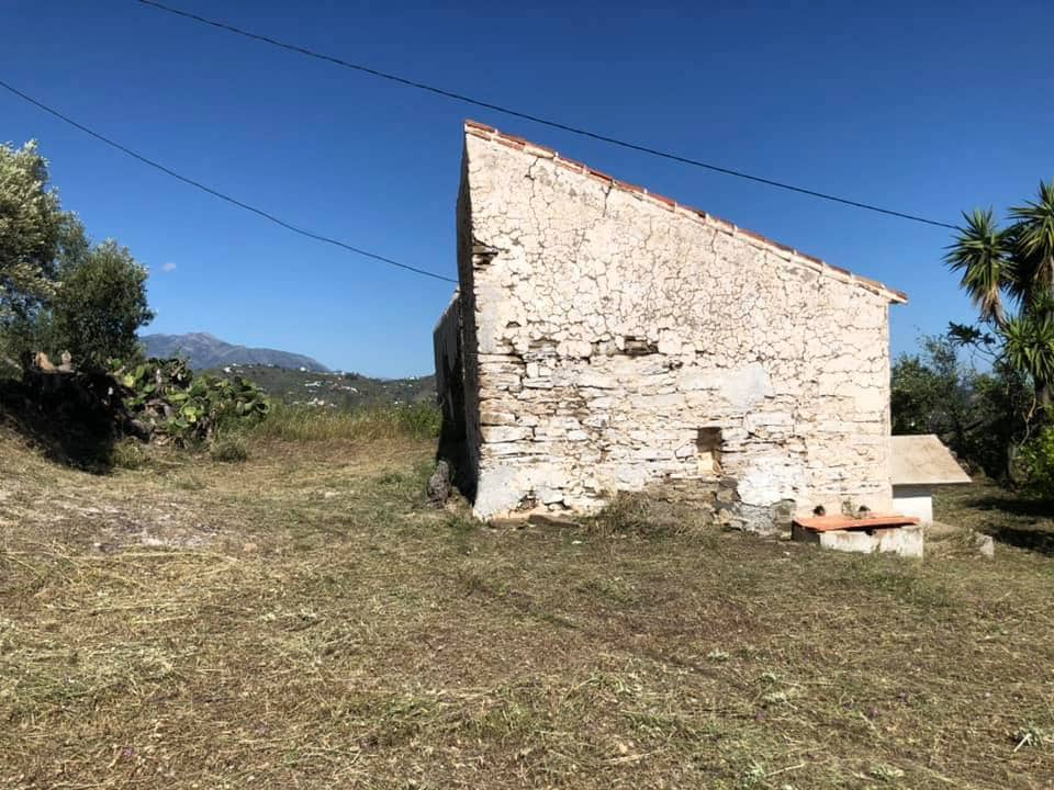Finca/Country House for sale in Torrox - € 105,000 (Ref: 6327902)