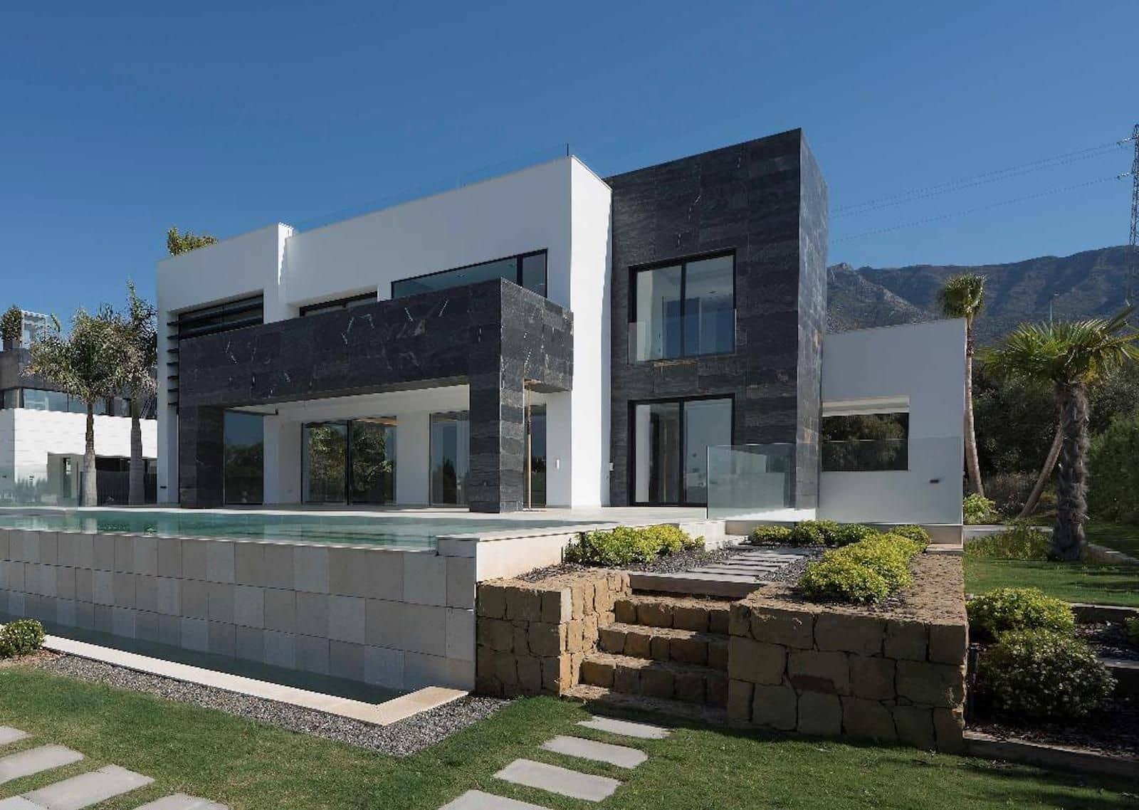 5 bedroom Villa for sale in Marbella with pool garage - € 3,140,000 (Ref: 5023524)