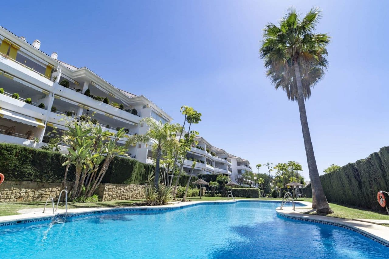 4 bedroom Apartment for sale in Marbella with pool - € 498,000 (Ref: 5071799)