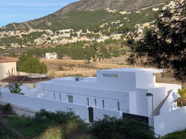 4 bedroom Villa for sale in Moraira with pool - € 795,000 (Ref: 5960345)