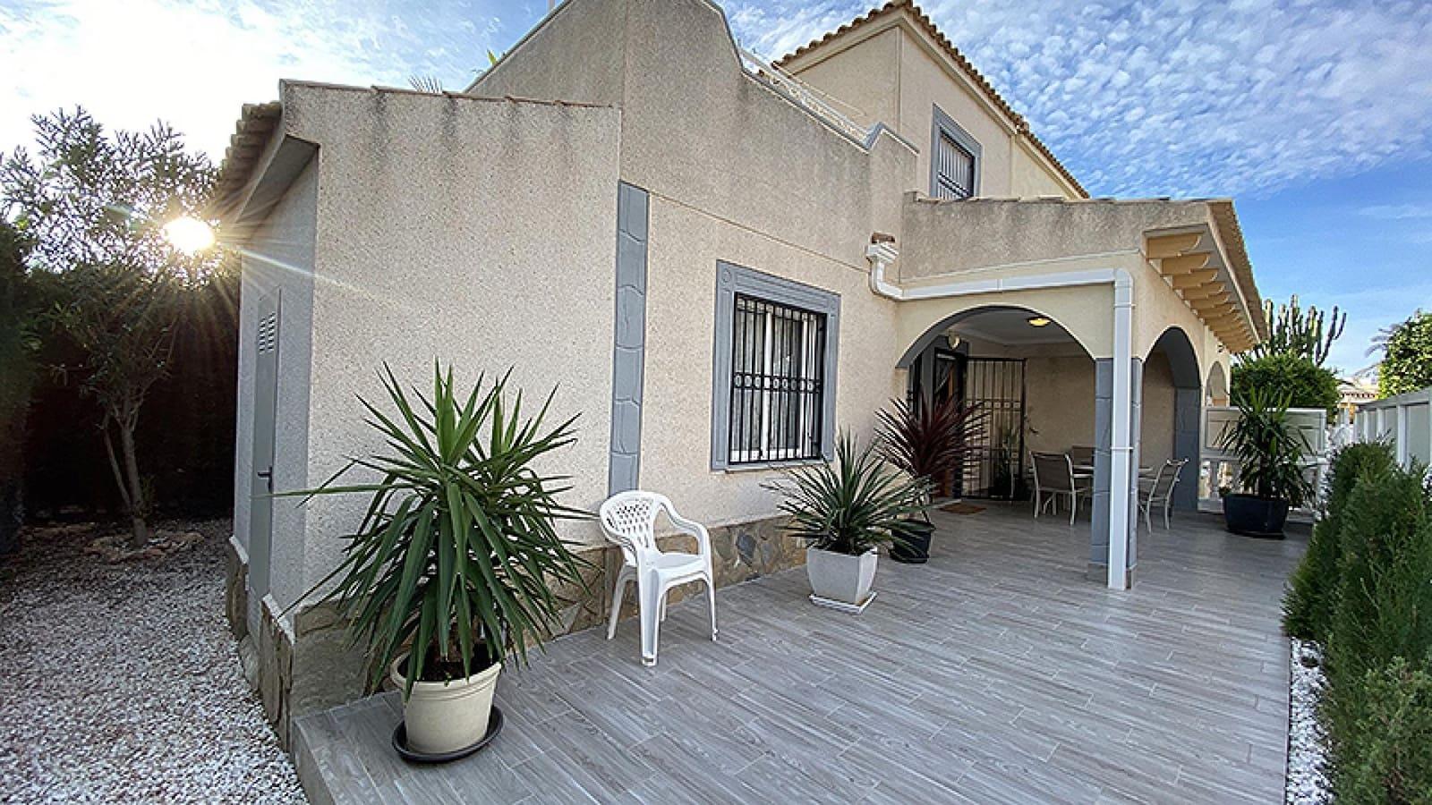 Casa de 3 habitaciones en Playa Flamenca en venta - 148.000 € (Ref: 5050840)