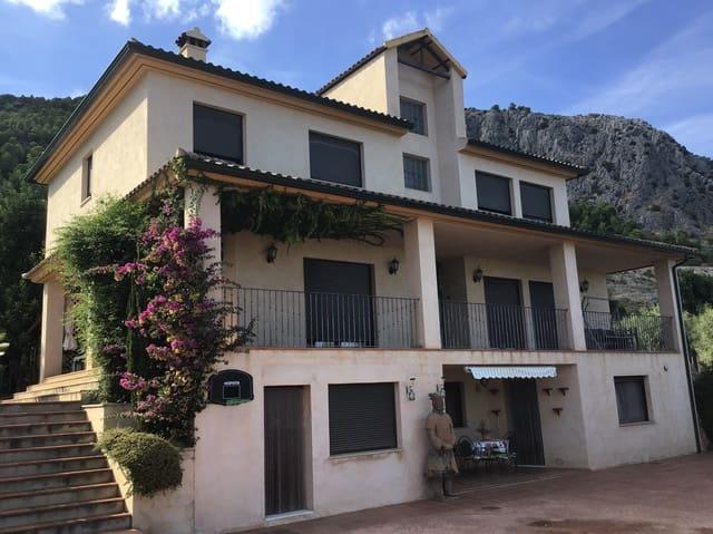 6 bedroom Villa for sale in Muro de Alcoy with garage - € 395,000 (Ref: 5584444)