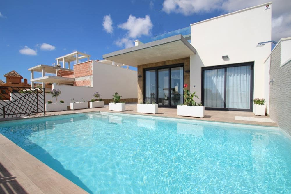2 bedroom Villa for sale in Playa Honda with pool garage - € 295,000 (Ref: 4951466)