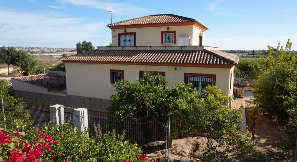 4 bedroom Villa for sale in Algorfa with pool garage - € 475,000 (Ref: 4951477)