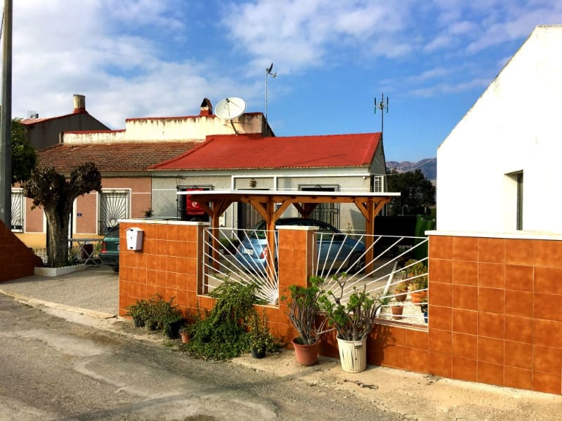 3 soverom Kjedet enebolig til salgs i Los Desamparados med svømmebasseng garasje - € 130 000 (Ref: 5429770)
