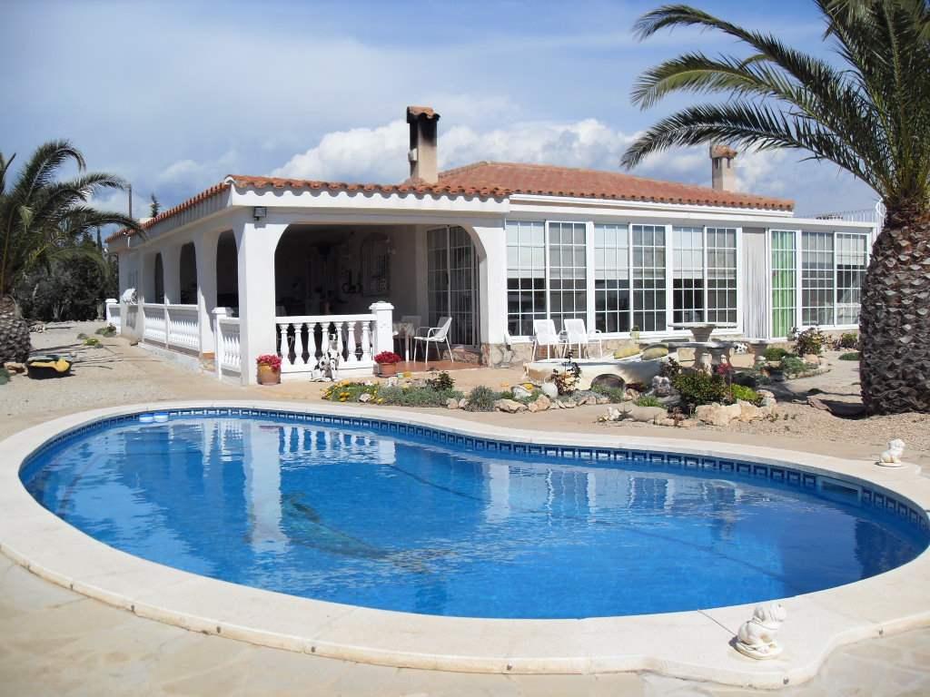 6 soveværelse Guesthouse/B & B til salg i L'Ampolla med swimmingpool garage - € 399.000 (Ref: 3244225)