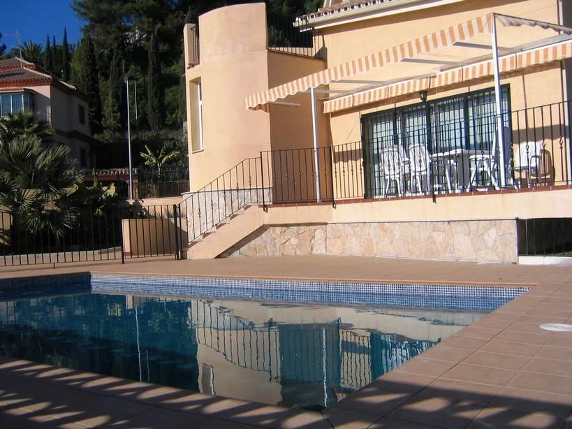 4 bedroom Villa for sale in Marbella with pool garage - € 850,000 (Ref: 3379626)