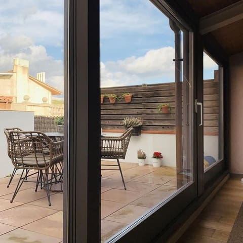 2 soverom Penthouse til salgs i Girona by - € 2 000 (Ref: 5580686)