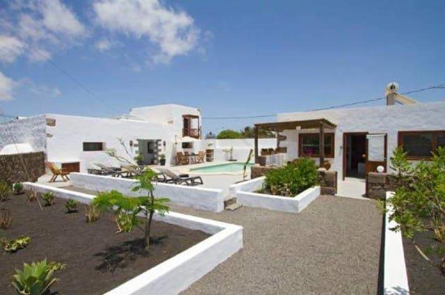 Local Comercial de 6 habitaciones en Tinajo en venta con piscina - 695.000 € (Ref: 3115525)