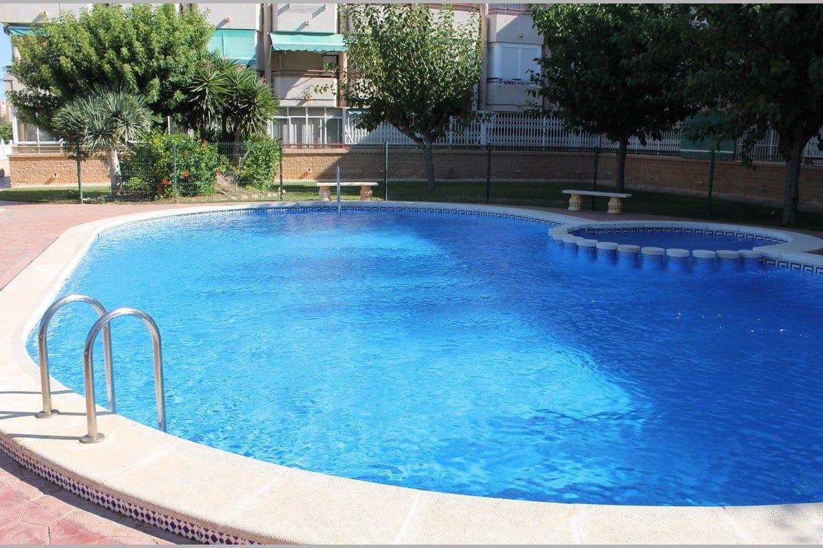 Apartamento de 3 habitaciones en Pilar de la Horadada en venta con piscina - 95.000 € (Ref: 4979366)