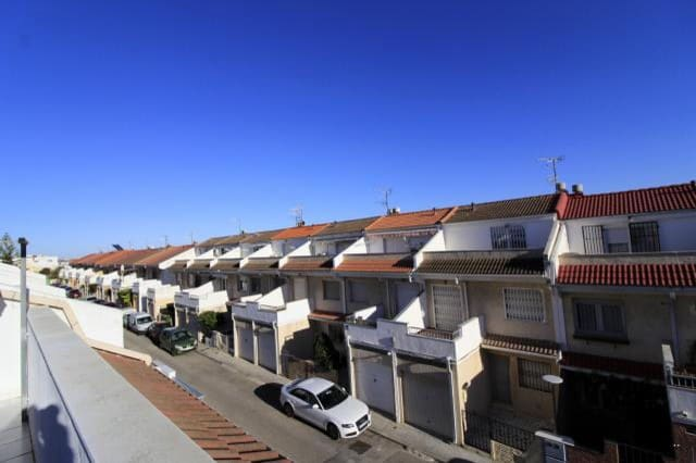 4 bedroom Terraced Villa for sale in Vinaros with garage - € 169,000 (Ref: 6192219)