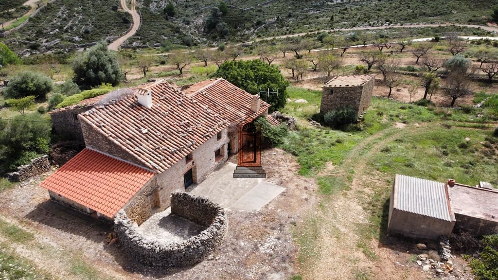 5 bedroom Finca/Country House for sale in Vilar de Canes - € 80,000 (Ref: 6316377)