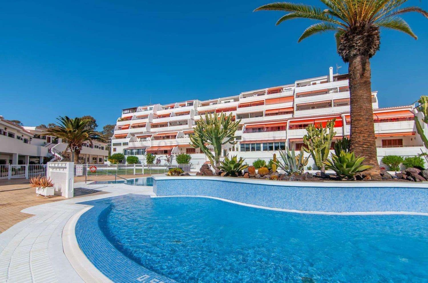 1 bedroom Apartment for sale in Los Cristianos with pool garage - € 259,000 (Ref: 4963532)