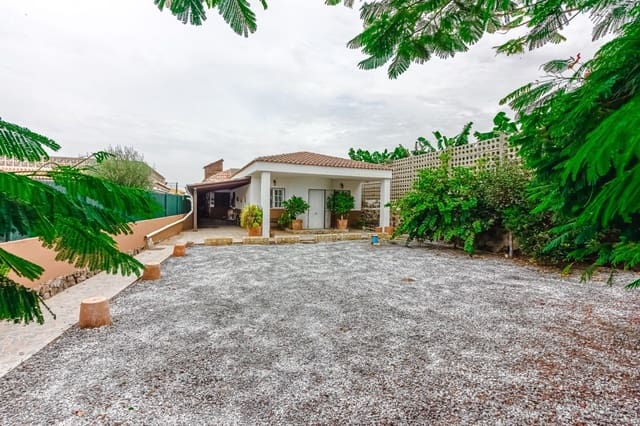 Chalet de 2 habitaciones en Guargacho en venta con garaje - 299.000 € (Ref: 5260220)
