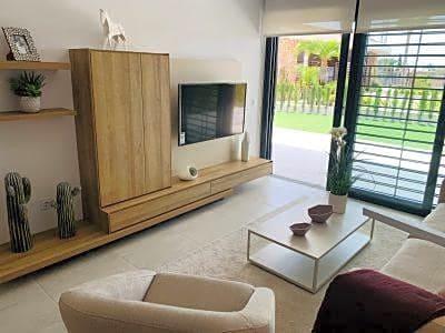 Piso de 2 habitaciones en Playa Flamenca en venta con piscina - 185.000 € (Ref: 4985934)