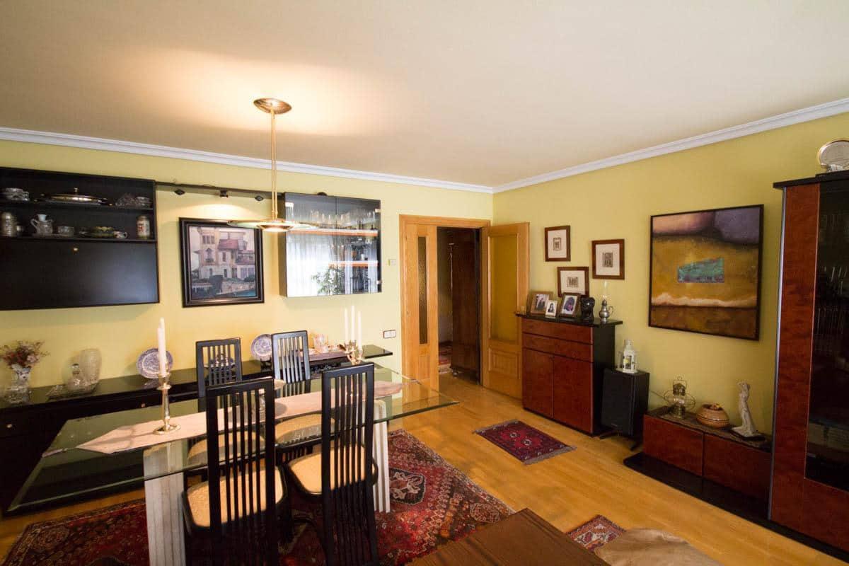 Piso de 4 habitaciones en Oviedo en venta - 300.000 € (Ref: 4531209)