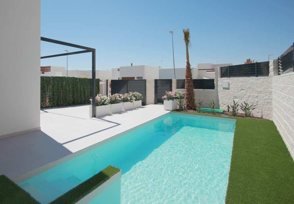 Chalet de 2 habitaciones en Benijófar en venta con piscina - 196.900 € (Ref: 4139127)