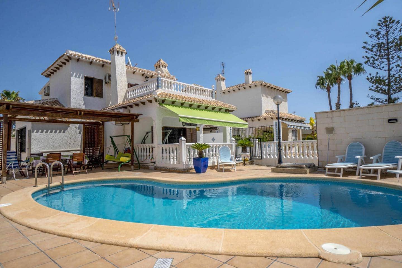 Chalet de 4 habitaciones en Orihuela en venta con piscina - 665.000 € (Ref: 4757682)