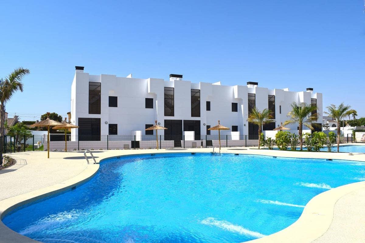 Bungalow de 2 habitaciones en Pilar de la Horadada en venta con piscina - 185.000 € (Ref: 4821571)