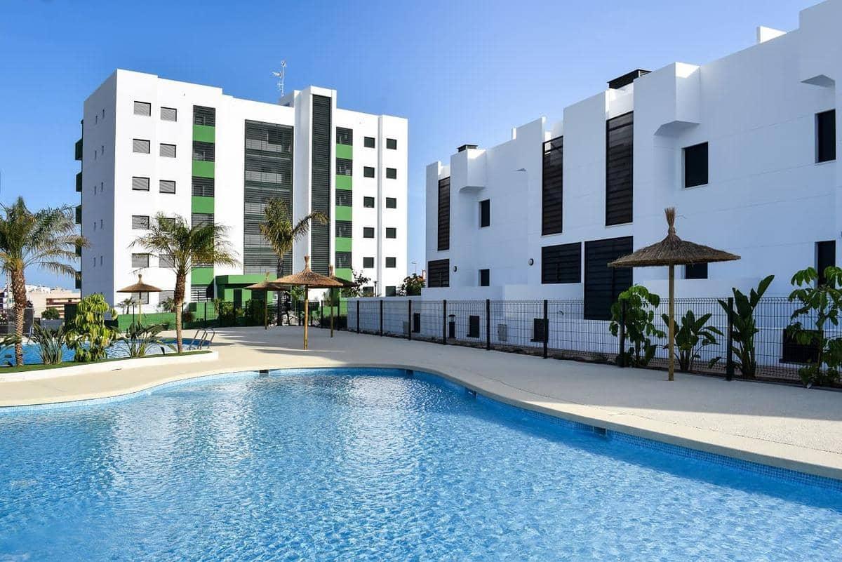 Piso de 3 habitaciones en Pilar de la Horadada en venta con piscina - 179.000 € (Ref: 4821574)