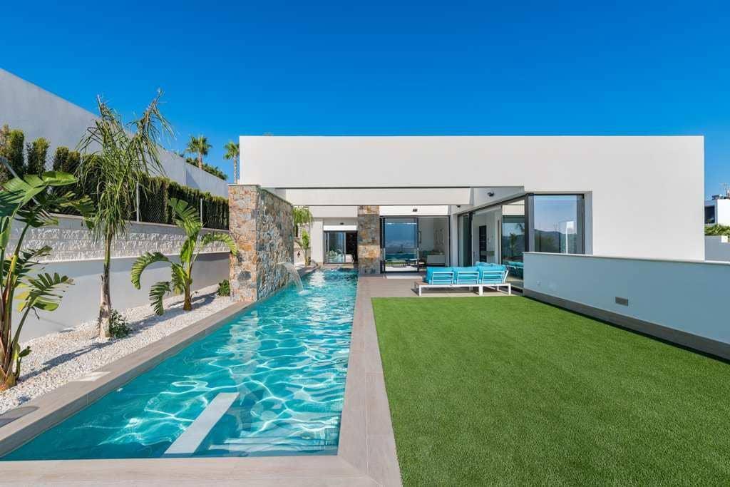 Chalet de 3 habitaciones en Benijófar en venta con piscina - 569.900 € (Ref: 4924070)