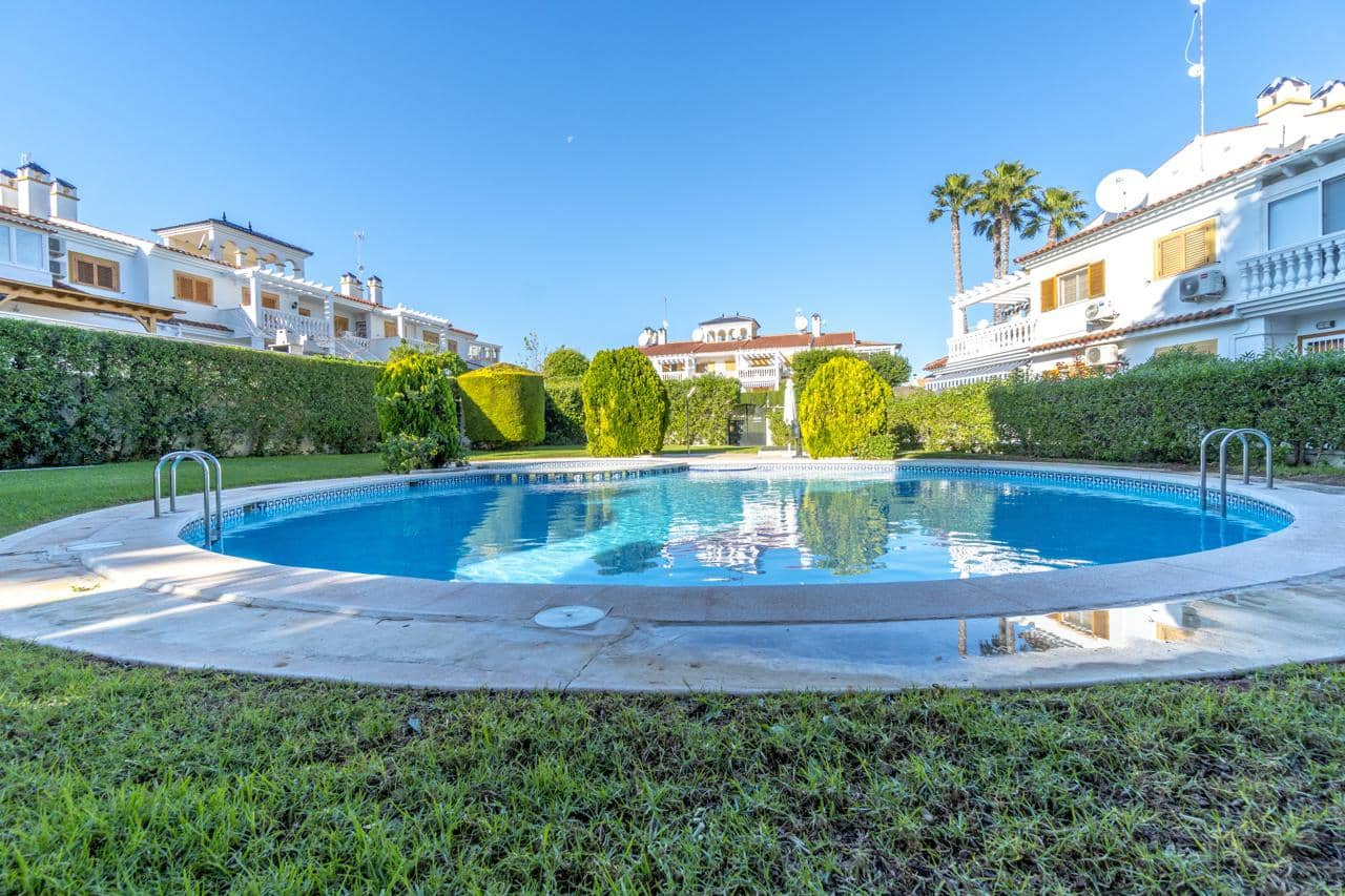 Bungalow de 3 habitaciones en Pilar de la Horadada en venta con piscina - 215.000 € (Ref: 4956564)
