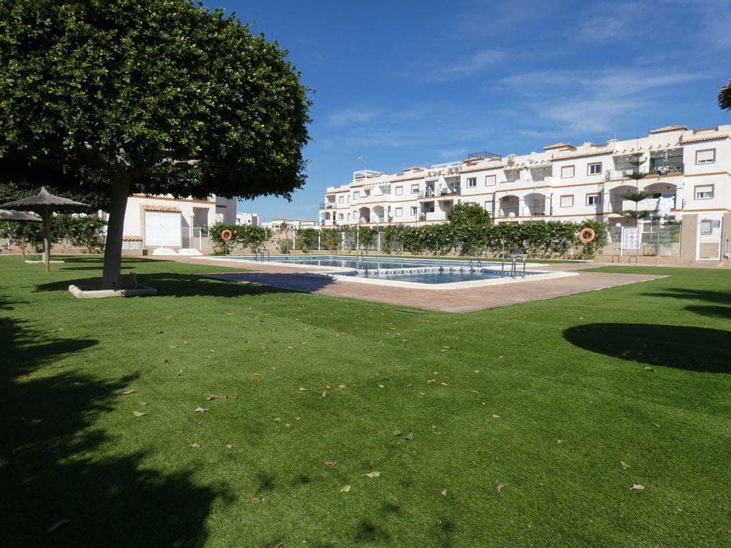 Piso de 2 habitaciones en Orihuela en venta con piscina - 105.000 € (Ref: 5035021)