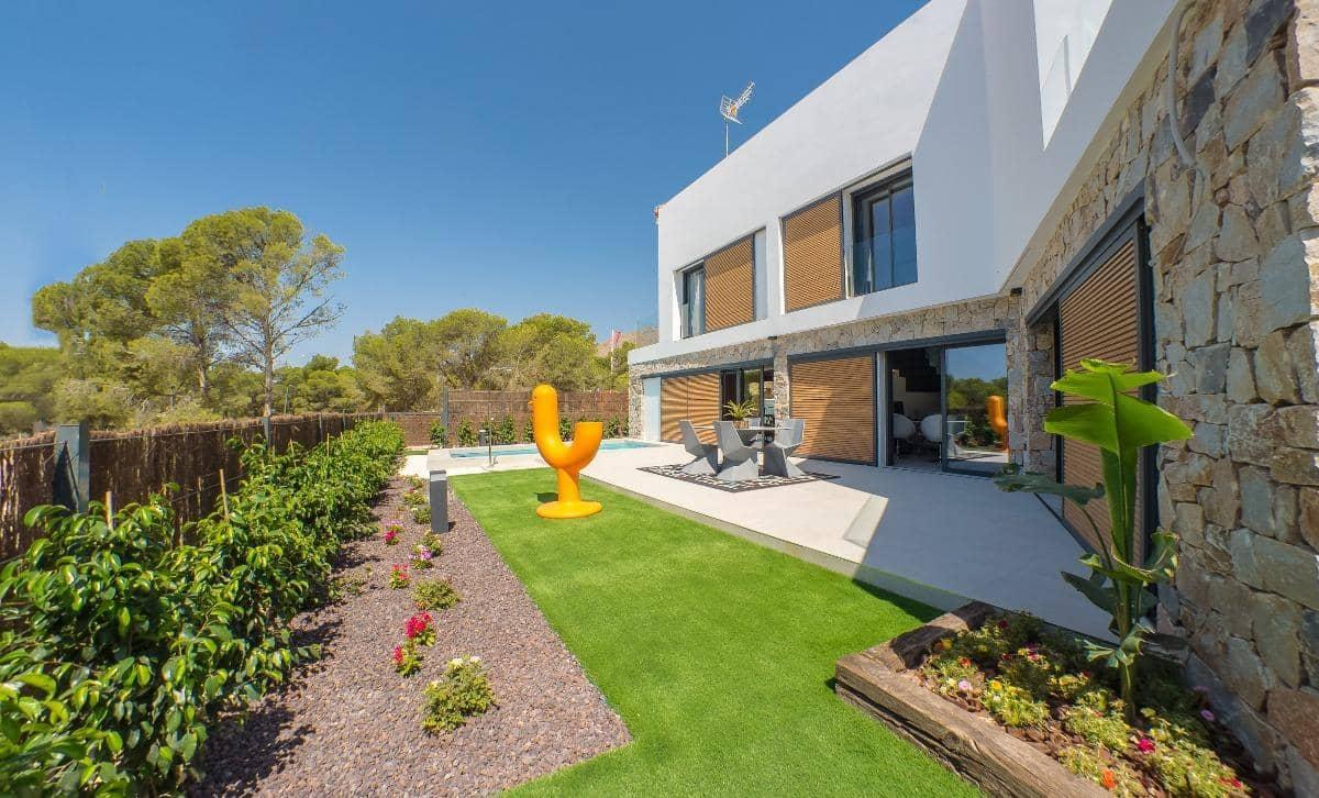 3 bedroom Villa for sale in Cala de Finestrat with pool - € 549,000 (Ref: 3692452)