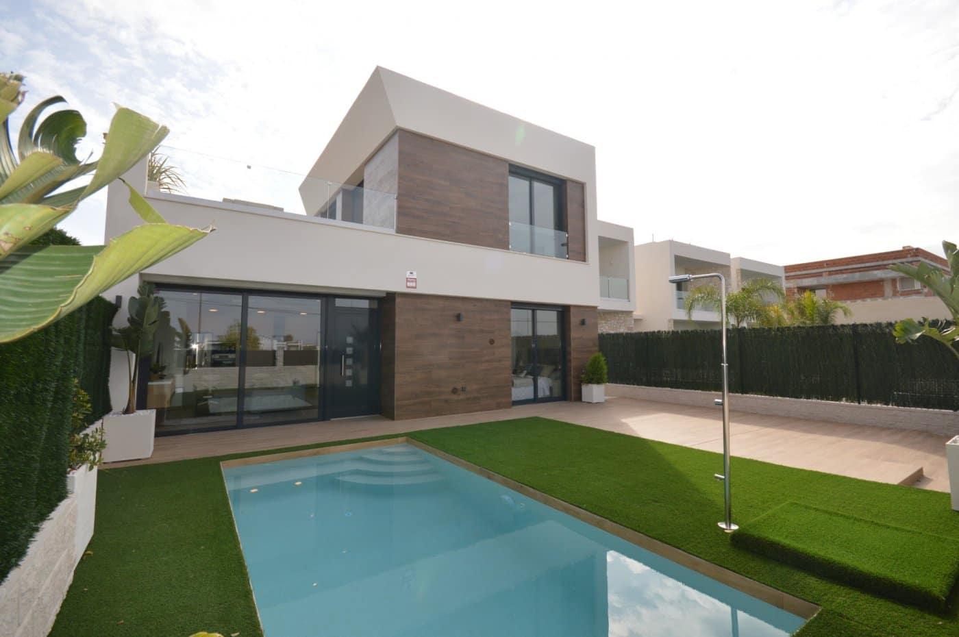 Chalet de 3 habitaciones en Benijófar en venta con piscina - 274.900 € (Ref: 4377492)