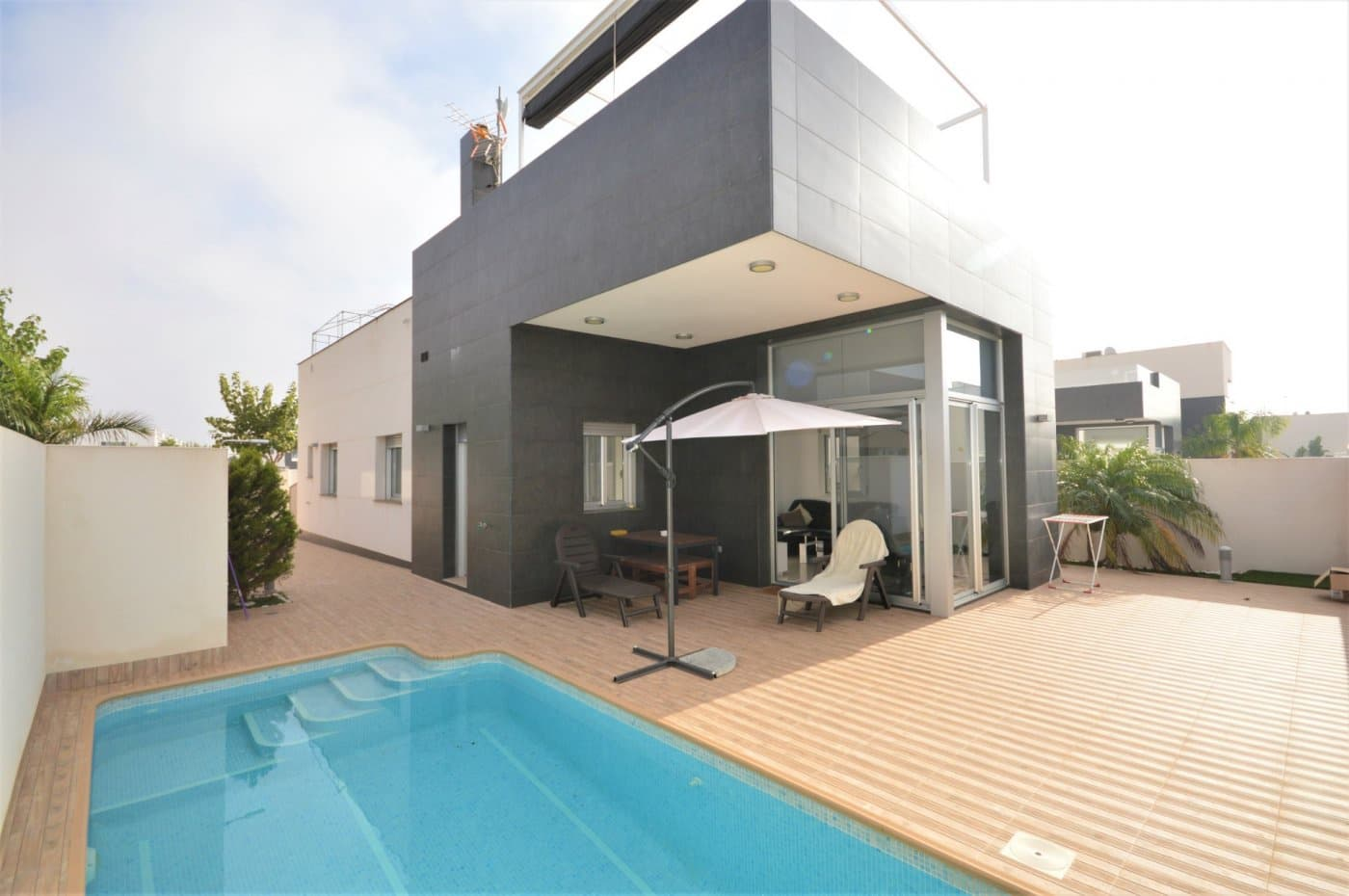Chalet de 3 habitaciones en Pilar de la Horadada en venta con piscina - 299.000 € (Ref: 4793831)