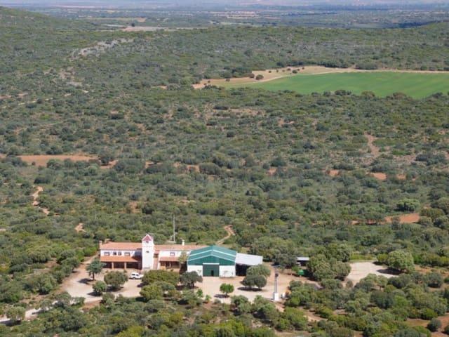 8 sovrum Finca/Hus på landet till salu i Ossa de Montiel med garage - 4 500 000 € (Ref: 4924316)