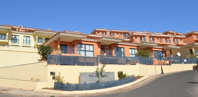 Adosado de 4 habitaciones en Caleta de Fuste en venta con piscina - 120.000 € (Ref: 4341854)