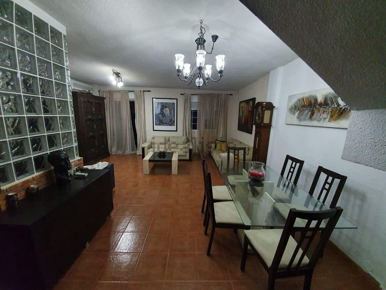 5 slaapkamer Halfvrijstaande villa te koop in Mejorada del Campo met garage - € 306.000 (Ref: 5709805)
