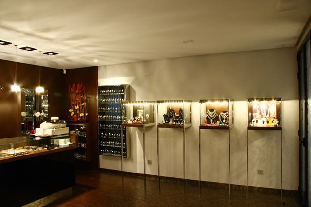 Komercyjne na sprzedaż w Silla - 140 000 € (Ref: 4676096)