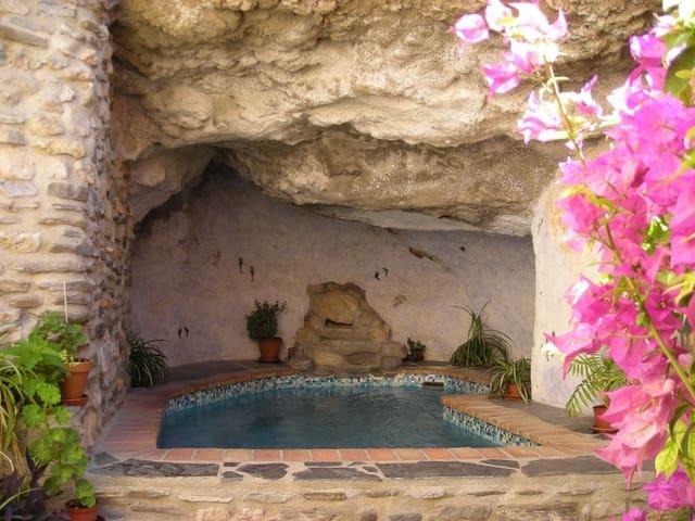 Chalet de 3 habitaciones en Los Guajares en venta con piscina - 253.900 € (Ref: 5887162)