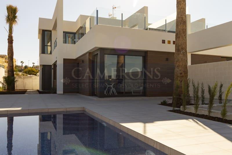 Chalet de 3 habitaciones en Benijófar en venta con piscina - 279.000 € (Ref: 5047253)