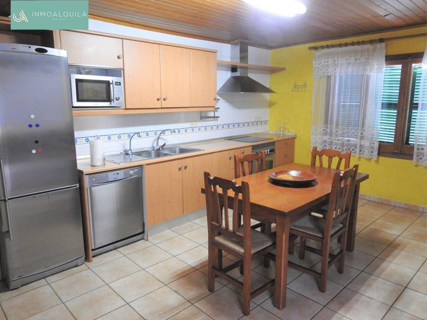 4 slaapkamer Flat te huur in Santa Margalida - € 700 (Ref: 5081901)
