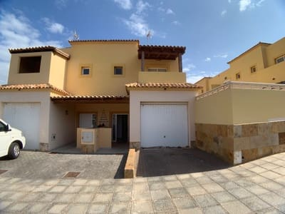 Adosado de 3 habitaciones en Tuineje en venta con garaje - 220.000 € (Ref: 4632849)
